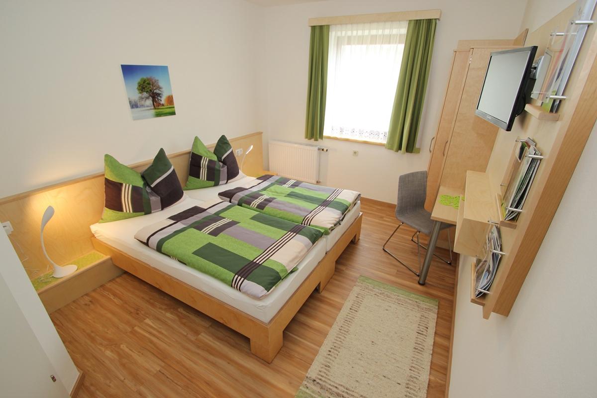 Doppelbett/Twinbett-Zimmer natur