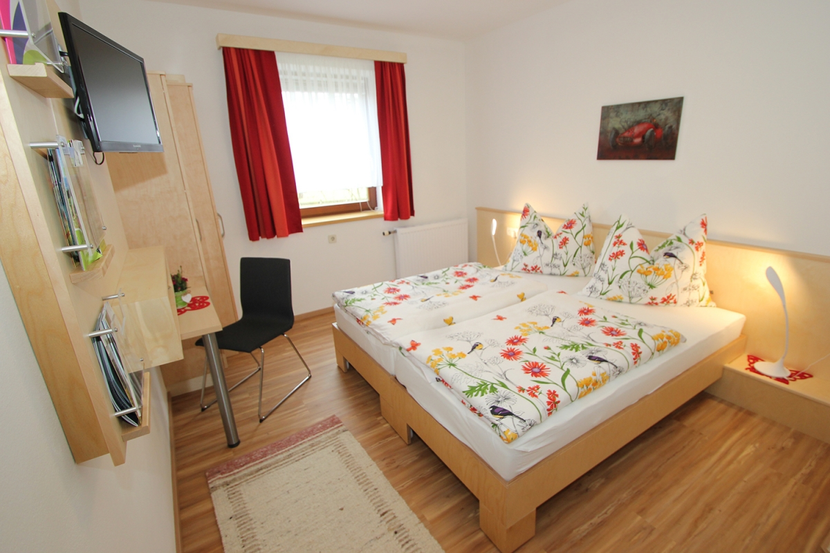 Doppelbett/Twinbett-Zimmer rot